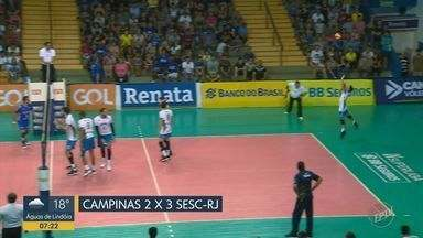 Em jogo com duas viradas, Campinas cai em casa no tie-break para o Sesc-RJ - Time carioca devolveu revés do 1º turno e assumiu 3ª posição da Superliga Masculina.