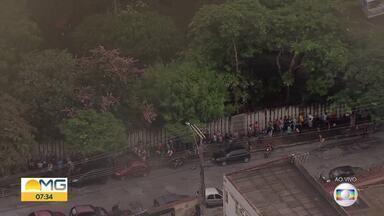 Carnaval 2020 em BH: Ambulantes enfrentam fila para retirada de credencial - Retirada deve ser feita até sábado (8).