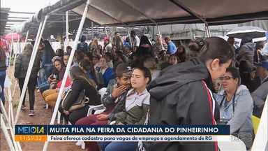Muita gente procurou serviços na Rua da Cidadania do Pinheirinho - Feira oferece cadastro para vagas de emprego e agendamento de RG.