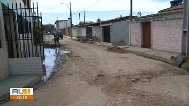 AL1 nas comunidades mostra problemas de drenagem no Antares - Moradores reclamam que quando chove as ruas ficam alagadas.