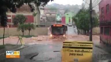 Ruas e avenidas de Belo Horizonte ficam alagadas por causa da forte chuva - Até mesmo um helicóptero foi obrigado a fazer um pouso de emergência.