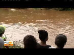 Bombeiros retomam buscas pelo corpo de jovem no rio Suaçuí - Segundo o Corpo de Bombeiros, Wallaff Victor Xavier, 19 anos, chegou a emergir três vezes antes de desaparecer nas águas do rio.