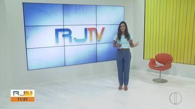 Veja a íntegra do RJ1 desta segunda-feira, do dia 03/02/2020 - Apresentado por Ana Paula Mendes, o telejornal da hora do almoço traz as principais notícias das regiões Serrana, dos Lagos, Norte e Noroeste Fluminense.