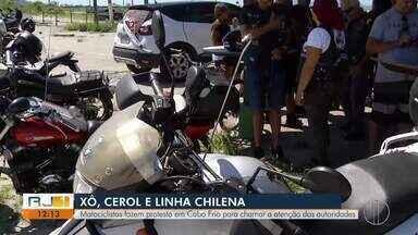 Motociclistas fazem protesto em Cabo Frio, RJ, para evitar comércio de linha de pipa - Motivação do protesto foi a morte do motociclista Marco Addieco, de 49 anos, por linha chilena há cerca de 10 dias. Protestantes querem proibição da venda de linha chilena e do cerol.