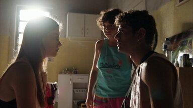 Anjinha se desespera ao saber da prisão de Marco - Rafa diz que viu Marco sendo levado algemado por policiais
