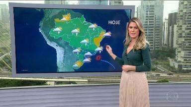 Veja a previsão do tempo para esta terça-feira (11) em todo o país - Previsão é de temporal para o Sul de Minas Gerais e Rio de Janeiro. Frente fria que provocou fortes chuvas em São Paulo já está na altura do Rio. Na capital paulista, chuva é menos volumosa. Com a circulação de umidade, chuva se espalha por quase todo o país. Tempo fica firme no interior da Paraíba até boa parte da Bahia.