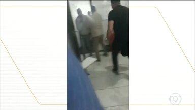 Polícia investiga treinamento de segurança no Distrito Federal após denúncias de abusos - Alunos disseram que bombas de gás lacrimogêno foram lançadas dentro da sala de aula e que eles foram impedidos de sair do local. Alguns alunos se machucaram.