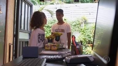 Rita conta a Serginho que mentiu para Rui - Serginho alerta a amiga sobre o risco de enganar o ex