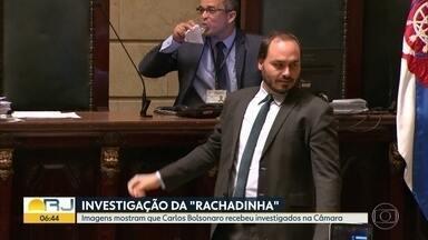 """Vereador Carlos Bolsonaro recebeu ex-assessores investigados por """"rachadinha"""" - Informação foi revelada pelo jornal O Globo"""