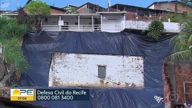 Moradores de áreas de risco se preocupam com chegada da chuva - Operação Inverno foi adiantada para prevenção de desabamentos.