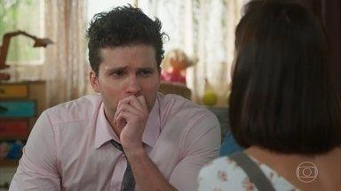 Alan hesita em contratar Kyra - Ele acredita que a amiga de Alexia não terá condições de controlar seus filhos