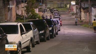 Em Manaus, motoristas fazem fila para comprar combustível mais barato - Foram vendidos 4 mil litros de combustível sem impostos.