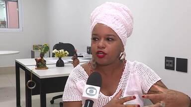 Orientações sobre práticas não racistas no carnaval de Belo Horizonte dividem opiniões - A Prefeitura de Belo Horizonte divulgou uma série de orientações para práticas não racistas pra este carnaval. As dicas para o folião dividem opiniões.