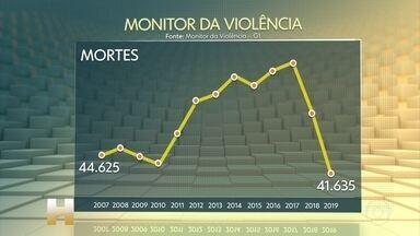 Número de assassinatos cai 19% no Brasil em 2019, segundo Monitor da Violência do G1 - País teve 41.635 vítimas de crimes violentos no ano passado. Trata-se do menor número desde 2007, ano em que o Fórum Brasileiro de Segurança Pública passou a coletar os dados. Ferramenta criada pelo G1 acompanha os assassinatos mês a mês.