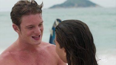 Rita e Filipe se declaram um para o outro - O casal comemora por poder curtir o fim de semana sem preocupações