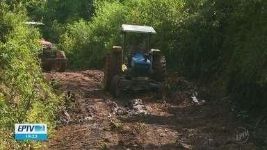Estradas rurais de Camanducaia (MG) viram lamaçal por causa das chuvas dos últimos dias - Estradas rurais de Camanducaia (MG) viram lamaçal por causa das chuvas dos últimos dias