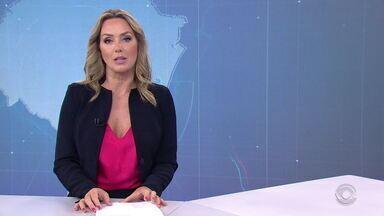 Mãe de acusado por matar família em Porto Alegre também é denunciada pelas mortes - Neuza Regina Bitencourt Vidaletti vai responder pelos três homicídios triplamente qualificados, além dos crimes de omissão relevante causal, porte ilegal de arma e disparos de arma de fogo.