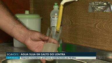 Moradores de Salto do Lontra reclamam da água suja que sai da torneira - Segundo moradores, problema existe há mais de 10 dias.