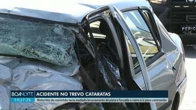 Motorista de caminhão teria mudado bruscamente de pista e forçado o carro a ir para contra - Ele se apresentou a polícia um dia depois do acidente. Batida foi na quinta-feira (13), no trevo Cataratas, em Cascavel.