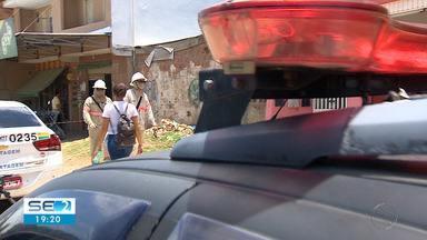 Proprietários de imóveis e estabelecimentos foram autuados suspeitos de furto de energia - Ação aconteceu no Bairro Santa Maria, em Aracaju.