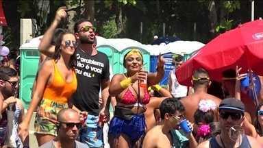 Cinquenta e sete blocos animam os foliões no pré-carnaval do Rio - Bloco Simpatia é Quase Amor homenageou Beth Carvalho.