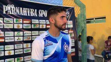 Genildo comemora gol, mas reclama das condições do gramado do Felipão - Genildo comemora gol, mas reclama das condições do gramado do Felipão