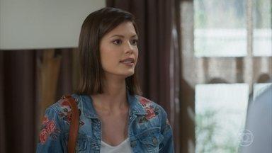 Kyra fica tensa com a desconfiança de Petra - A atriz questiona as histórias da amiga de Alexia