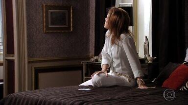 Carminha pede ajuda para Zezé para sua fuga - Carminha relembra ameaças de Nina