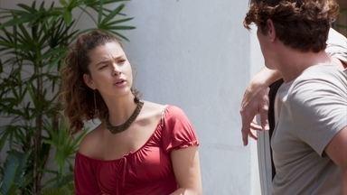 Filipe recebe Rita e Nina na porta de seu prédio - Rui insiste nas ameaças veladas a Rita, que se esforça para não transparecer o medo