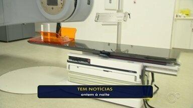 Santa Casa de Sorocaba vai voltar a oferecer sessões de radioterapia em março - A Santa Casa de Sorocaba (SP) vai voltar a atender, a partir do mês que vem, pacientes com câncer que precisam de sessões de radioterapia.