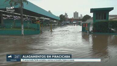 Chuva causa alagamentos e forma enxurradas em Piracicaba - Na Avenida Armando Salles de Oliveira, água encobriu e arrastou carros.
