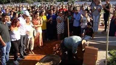 Corpo de gerente de hipermercado achada morta é enterrada em Bela Vista de Goiás - Namorado confessou o crime.