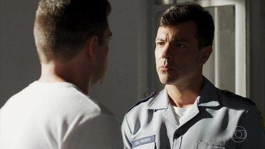 Marco garante a Rugieri que não denunciará ninguém - O ex-comandante afirma que Marco precisa se proteger e pede que ele mantenha segredo inclusive para sua família