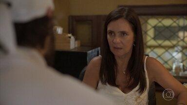 Thelma pergunta pra Danilo se Durval gosta dela - undefined
