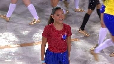 Isabele, de 11 anos, interpretou Marta na comissão de frente da Inocentes de Belford Roxo - Trabalho foi a estreia da jovem em uma comissão de frente.