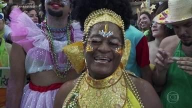 'Curva da felicidade' revela que brasileiros são mais felizes depois dos 40 anos - Pesquisa feita em mais de cem países mostra como nos sentimos em três fases da nossa vida e em qual a idade somos mais felizes ou não.