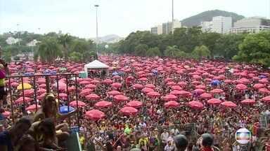 Sargento Pimenta faz festa para milhares de pessoas na zona sul do Rio - Bloco que mistura músicas dos Beatles e samba é um dos mais famosos do Rio. Eles se apresentaram no Aterro do Flamengo.