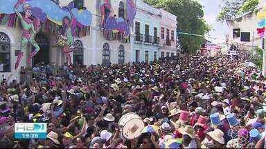 Segunda de carnaval com muitos desfiles de blocos em Olinda - Festa acontece durante todo o dia
