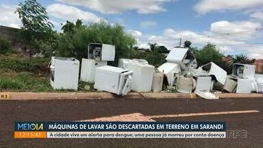 Máquinas de lavar são descartadas em terreno em Sarandi - Cidade vive situação de alerta para dengue; uma pessoa já morreu vítima da doença na cidade.