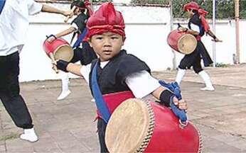 Passado Presente: mistura de culturas - Conheça Bastos, uma das mais japonesas cidades brasileiras. Em Campo Grande, um cantinho de Okinawa é conservado na sede da sociedade dos descendentes de okinawenses.
