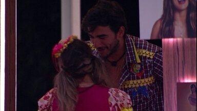 Guilherme diz que passou pela cantora e ouviu a conversa - Guilherme diz que passou pela cantora e ouviu a conversa