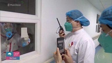 Médicos infectologistas explicam tratamento para o novo coronavírus - Primeiro paciente foi diagnosticado com o Covid-19 no Brasil, mas médicos garantem que não há motivo de pânico. O importanta é manter a higiene e lavar as mãos muitas vezes por dia