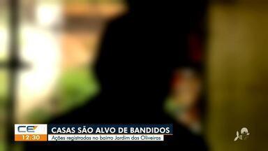 Bandidos invadem casas no Jardim das Oliveiras - Saiba mais no g1.com.br/ce