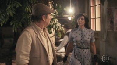 Afonso chega a Itapetininga e encontra Clotilde - A irmã de Lola se surpreende ao encontrar o quitandeiro na cidade