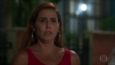 Alexia sente ciúmes de Zezinho - A atriz fica abalada ao ver o rapaz beijando Bel, mas não admite que sente algo por ele