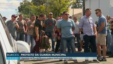 Agentes da Guarda Municipal protestam em Ponta Grossa - Os agentes pedem melhorias salarias.