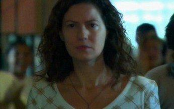 Capítulo de 02/06/2008 - Flora sai da prisão. Zé Bob atropela Flora e a socorre. Flora procura Irene e diz que Donatela matou Marcelo. Flora garante a seu pai que é inocente. Flora fica cara a cara com Donatela.