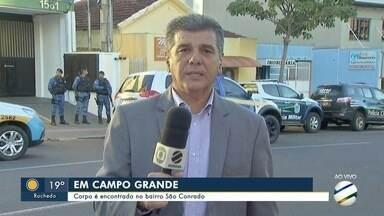 Corpo de homem é encontrado em terreno baldio de Campo Grande - Ele tinha marcas de agressão e de queimaduras.