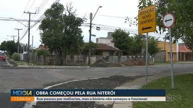 Moradores do Cajuru reclamam de obra de novo binário - Obra dura mais de 1 ano e até agora só uma das ruas teve mudança de sentido.