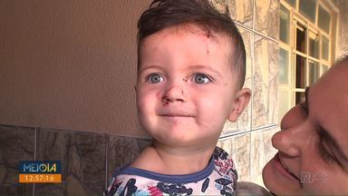 Menino de 1 ano e 7 meses cai em fossa, em Rolândia - Ele está bem, teve apenas arranhões.